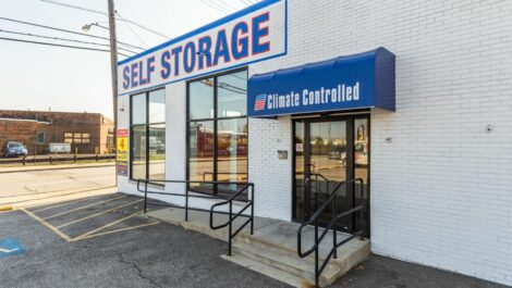 National Storage Centers Lakewood main office exterior.
